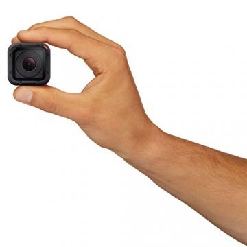 Größenverhältnis zu einer Hand GoPro HERO4 Session Kamera